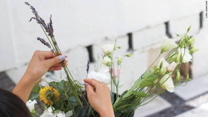 Những bình hoa cho ngày của mẹ với phong cách cắm tự nhiên bởi Allison Song - cách chọn hoa - Dịch vụ hoa tươi Hà Nội